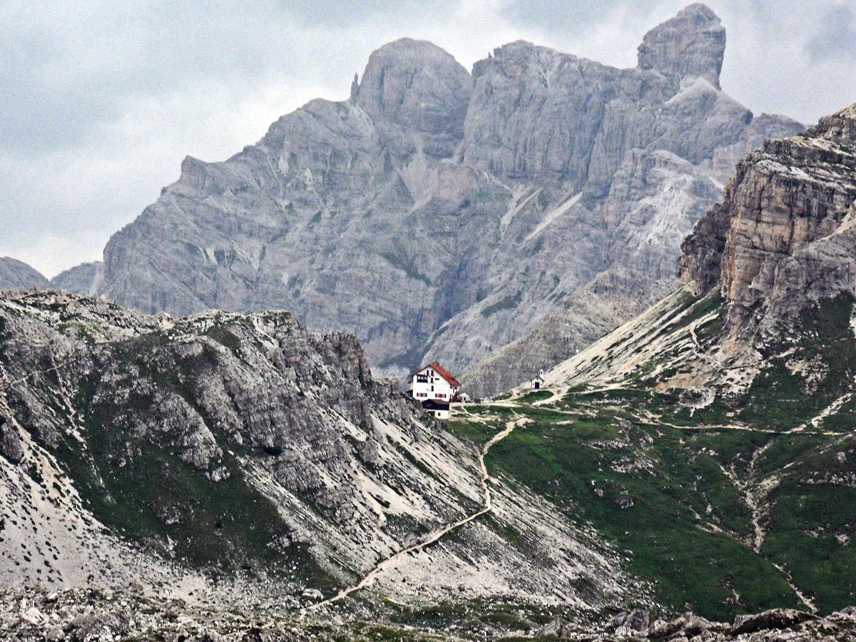 tre cime di Lavaredo, refuge Locatelli, trek, Dolomites