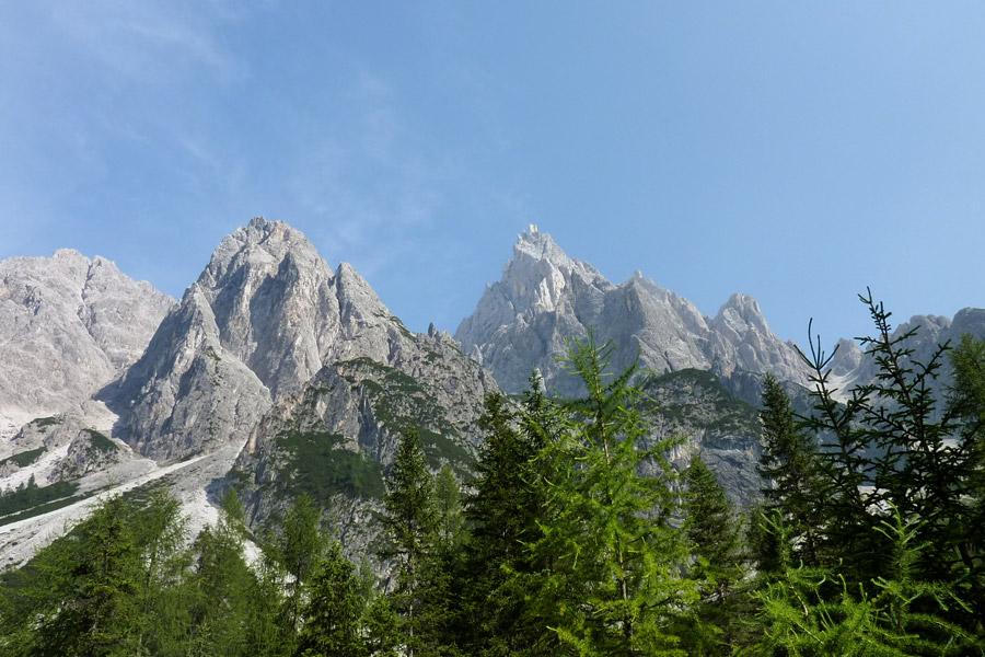 Le trek, une activité pratiquées dans les Dolomites, région des Dreizinnen
