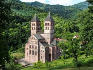 Dans la vallée de Murbach, l'abbatiale Saint-Léger
