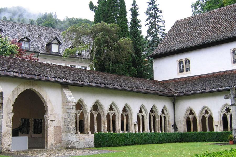 Cloître à Saint-Ursanne, Jura suisse
