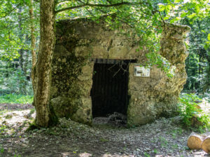Poste de secours en ruine, sentier des Bunkers